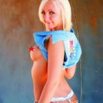 Ankara escort girl Kira knows how to captivate a man, she is dressed in jeans' candid outfit, her blonde hair is very soft and the skin is smooth and attractive