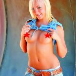 Ankara escort girl Kira stands topless in front of the camera and looks provocatively, she is very beautiful and attractive, her lithe body cannot be ignored, sexy babe is smiling