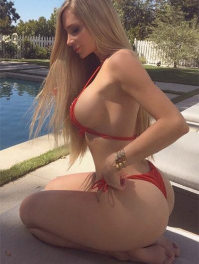 One of Ankara escort girls has extremely appetizing forms that she doesn't want to cover and reveals to your desiring look