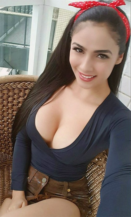 One of the escort girls Ankara is sitting on a balcony making selfie to capture her youth and beauty that will not stay always unaltered – that is why it is important to make an image now