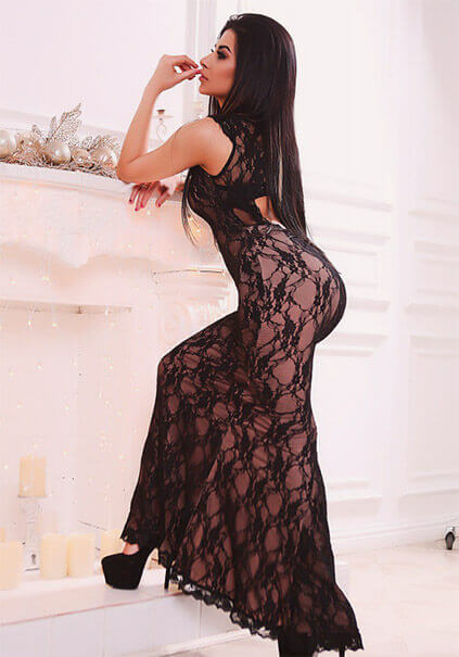 Ukrainian escort in Ankara Karolina in this body-fitting dress shows how elastic and full of plasticity she can be