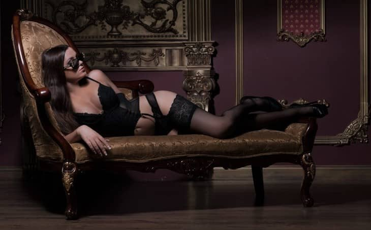 Escort agency in Turkey pussycat Inga is on the expensive sofa showing the same sophisticated look