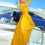 Escort Ankara incall girl Aurora looks attractive in the rays of a dying sun in this yellow garment