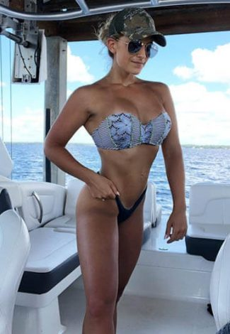 Ankara BDSM escort girl shows her fit & amazingly attractive body being on a yacht in the open sea