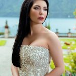 Incall escort Ankara in the green background lets us see the beauty of her face