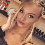 Ankara Rus escort bayanlar girl Ninel shows the look of her face with makeup in a beauty salon