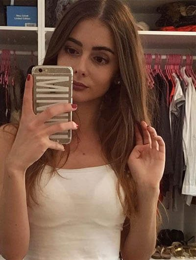 Ankara escort outcall Vitalia is taking a selfie in a wardrobe of some store