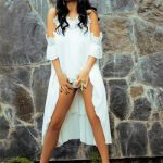 Ankara escort katalog girl Alexandra lifts her dress from the front to excite you